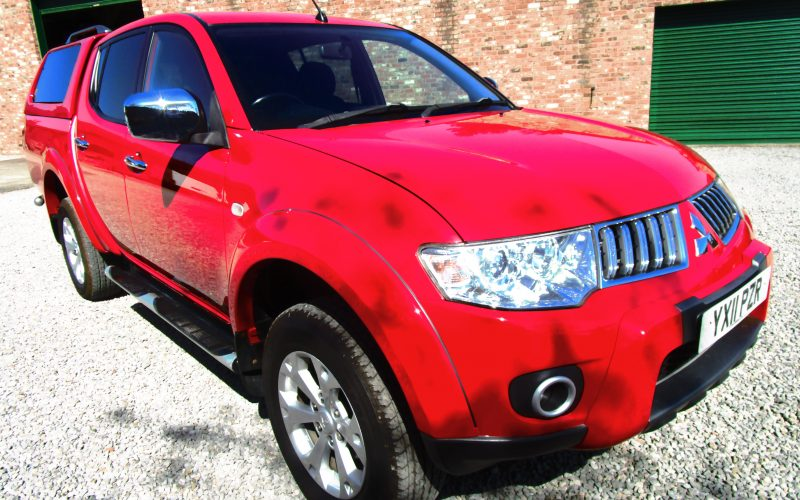 Mitsubishi L200 Warrior Double Cab DI-D 4X4 2011 Pick Up with Hard Top in Red